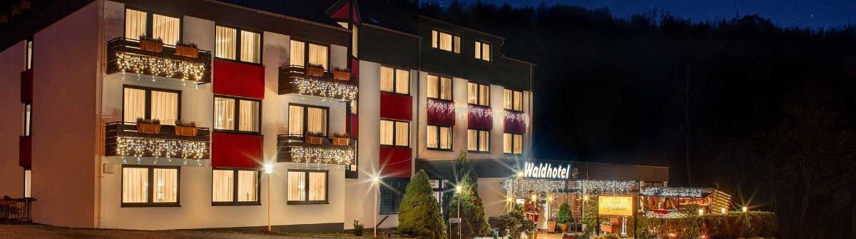 HE_waldhotel-eisenberg-urlaubsguru-winter-aussenansicht