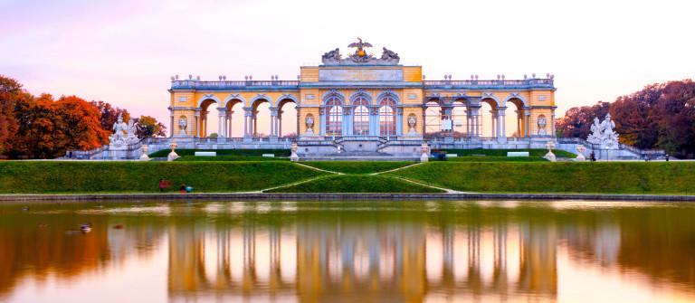 V3_Header_Wien-Gloriette-iStock_000019727618_Large-2