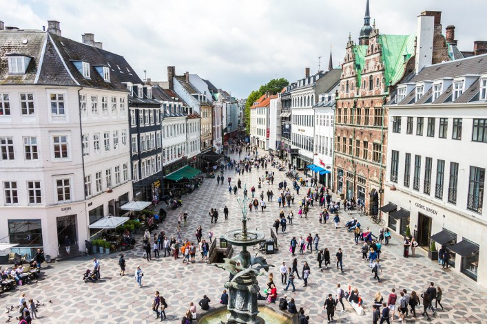 copenhagen-city-denmark-street-stroeget-shopping-with-people-istock_000073117063_large-editorial-only-jaffar-ali-afzal-2-707×471