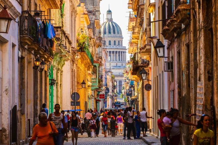 old-streets-of-havana-with-a-view-of-the-capitol-shutterstock_312697145-editorial-only-denys-turavtsov-2-707×471
