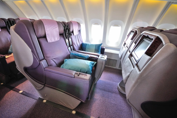 front-row-of-business-class-seats-in-singapore-airlines-shutterstock_96350768-editorial-only-maxene-huiyu-2-585x389