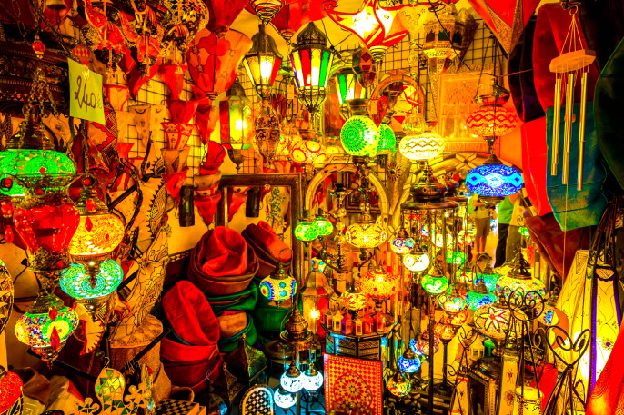 Arabic-lamps-and-laterns-in-Marrakesh-Morocco-iStock_000079146863_Large-2-1