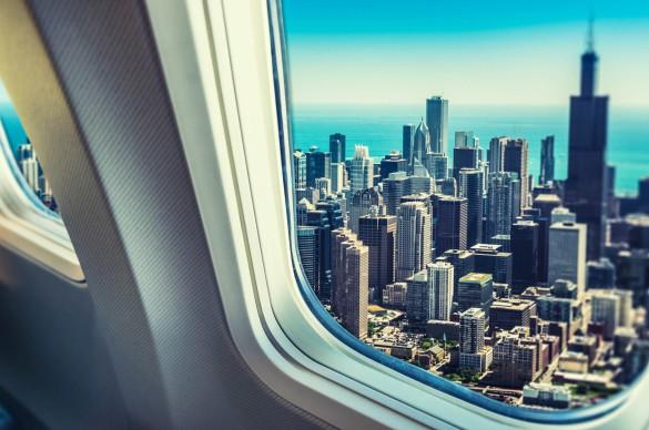 skyline-von-chicago-aus-dem-bullauge-istock_000025947388_large-2-585x388