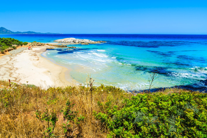 costa-rei-beach-and-turquoise-sea-view-sardinia-island-italy-shutterstock_196948277-2-707×471