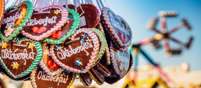 typical-souvenir-at-the-oktoberfest-in-munich-a-gingerbread-heart-lebkuchenherz-shutterstock_290839331-2 v3