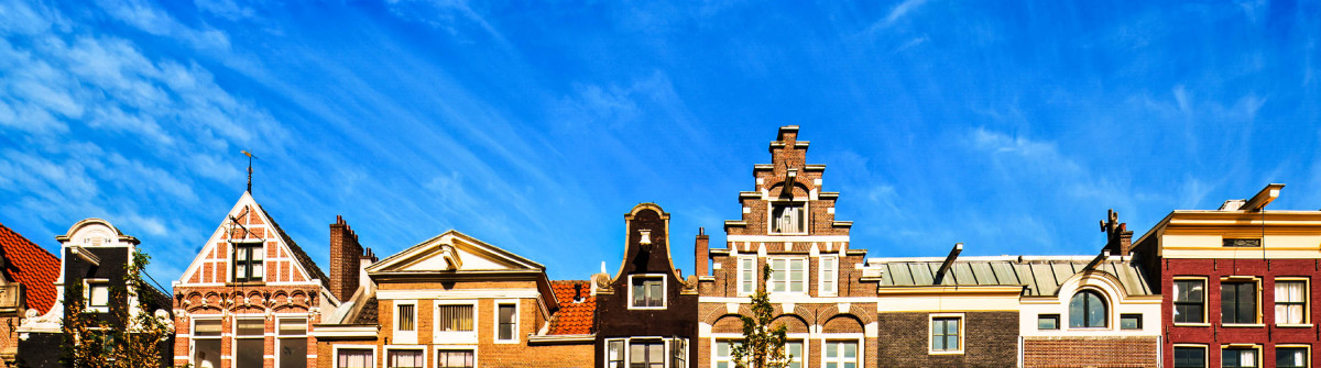 Amsterdam-Houses-Front-iStock_000017444238_Large-2
