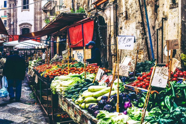 grocery-shop-at-famous-local-market-ballaro-in-palermo-italy-shutterstock_273331211-editorial-only-yulia-grigoryeva-2-707×472