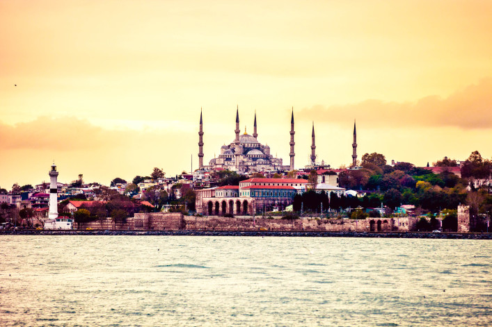 sultan-ahmet-camii-blue-mosque-in-istanbul-istock_000052152878_large-2